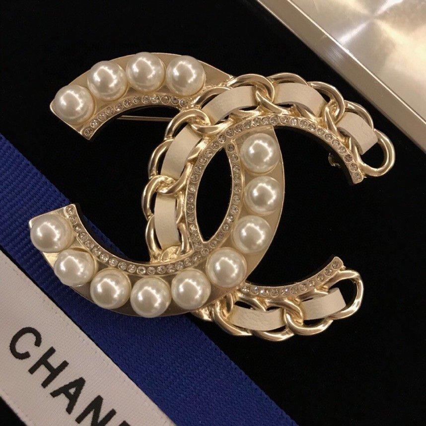 Chanel走秀款胸针镂空树叶设计使