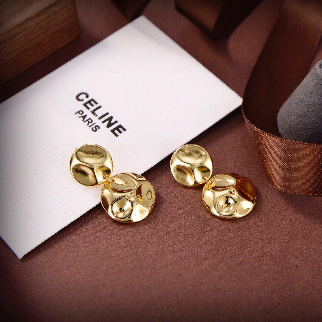 Celine新款金色凸凹不平耳钉与众