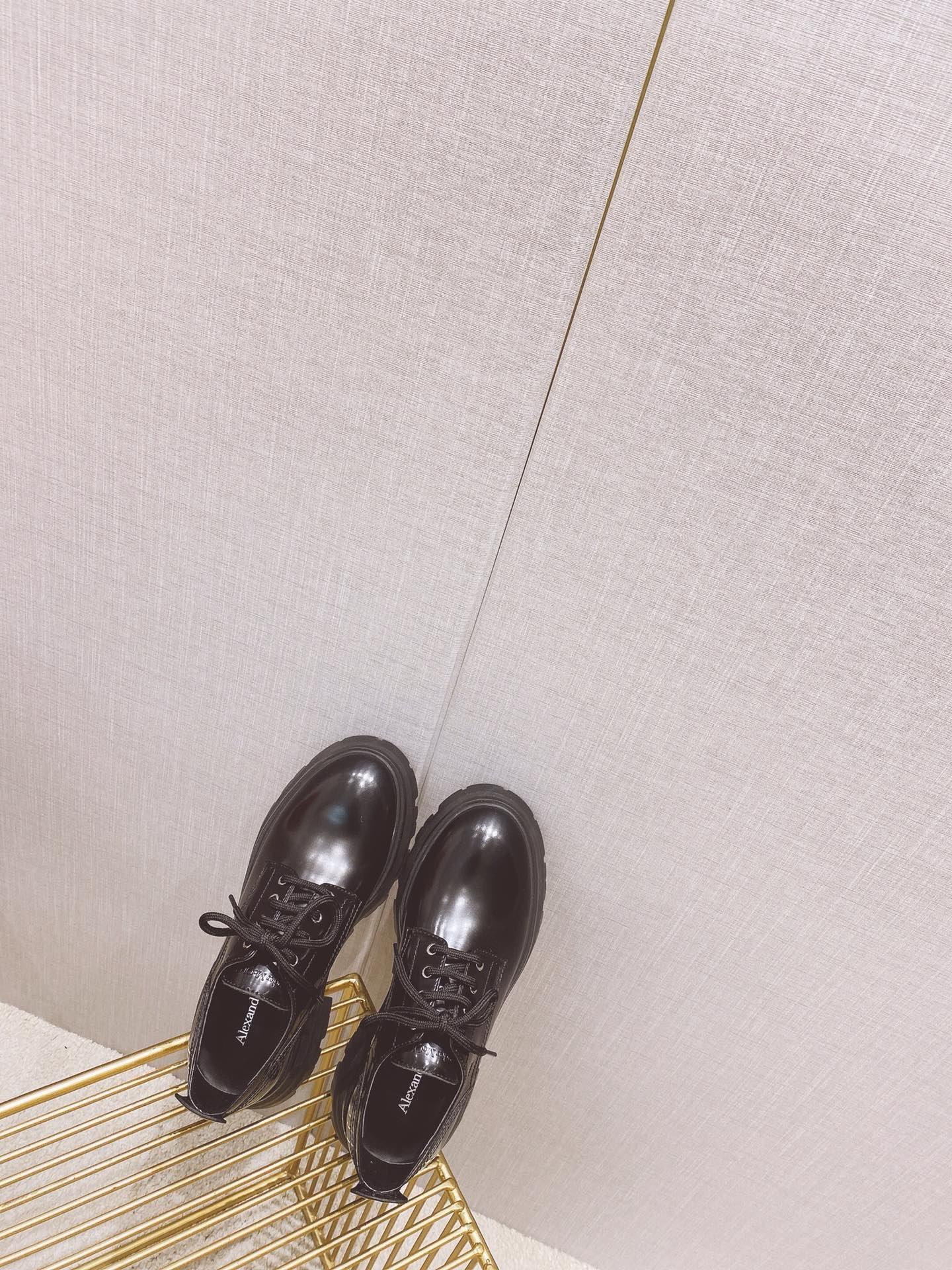 ALexander McQuee*  2021秋款Wander系列小牛皮皮鞋