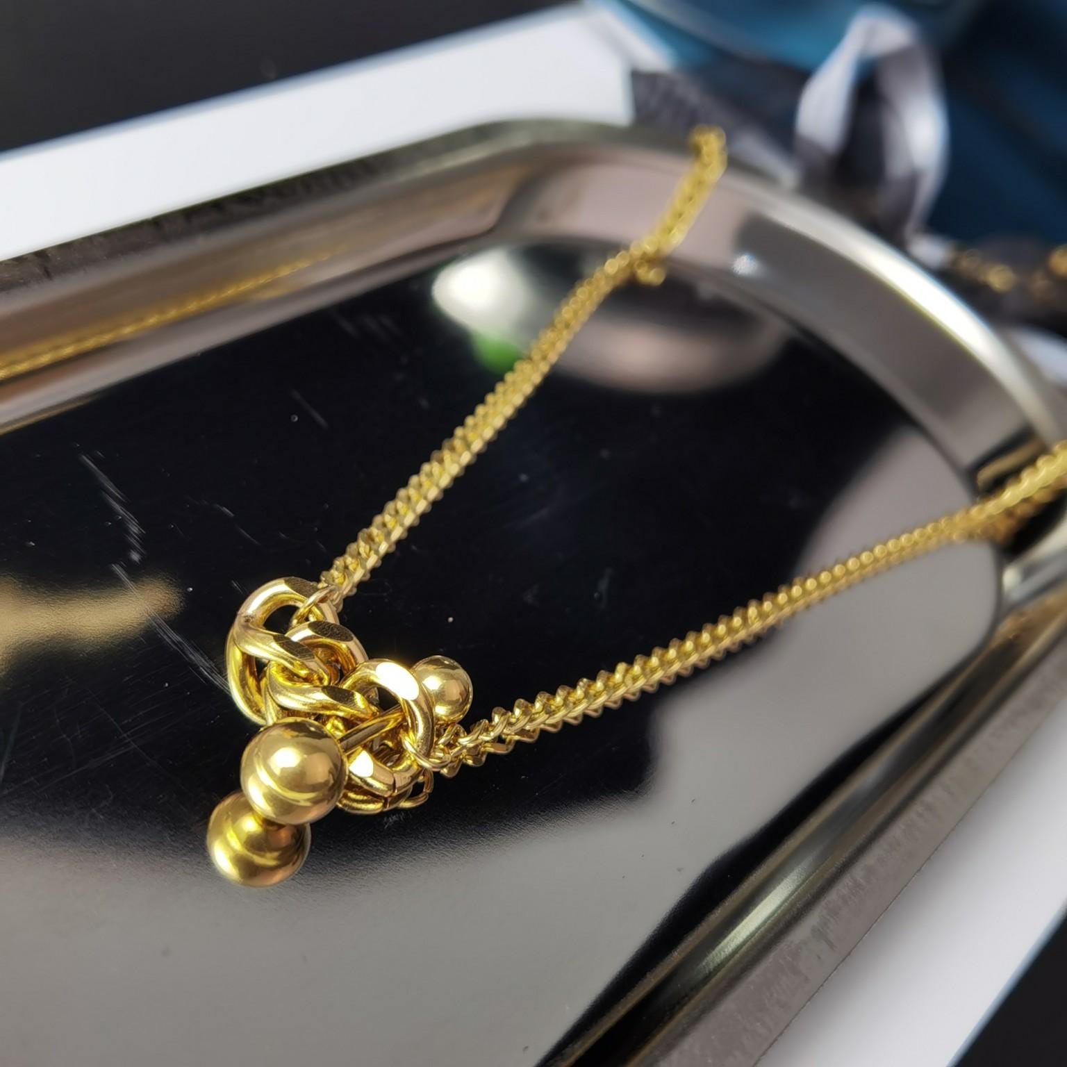 项链项链是和成衣以及包具系列相互联动
