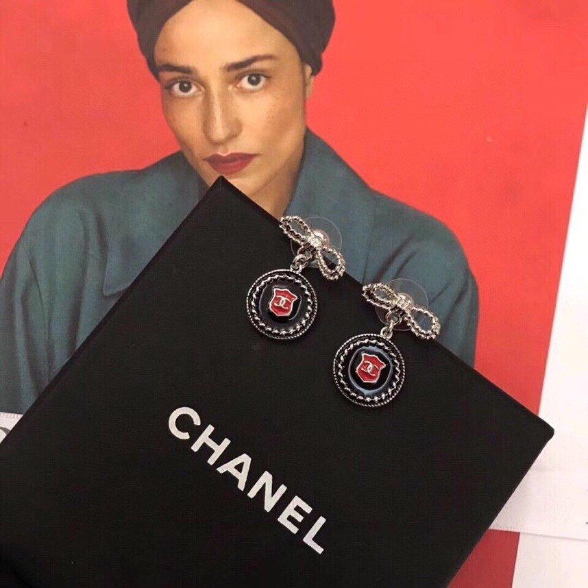 Chanel新款蝴蝶结盾牌耳钉专柜一
