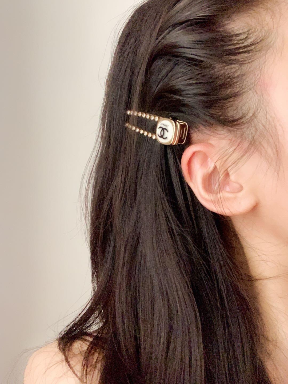 Chanel新款珍珠cc发夹一致黄铜