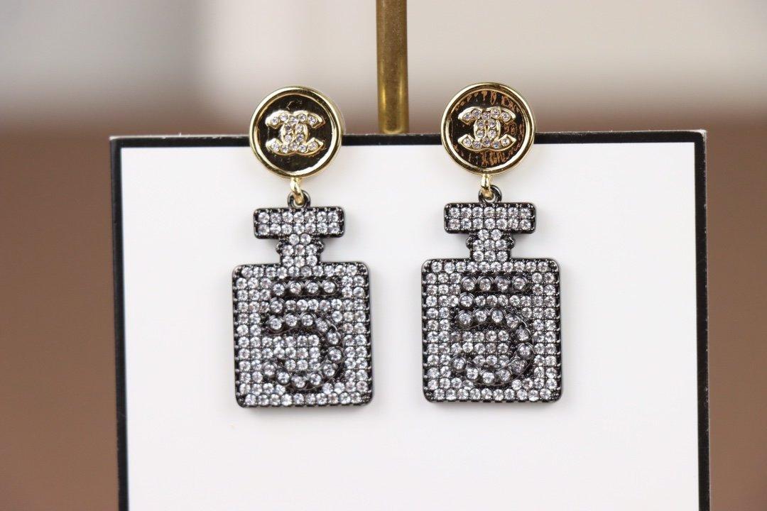 Chanel香奈儿新款耳环香水瓶耳钉