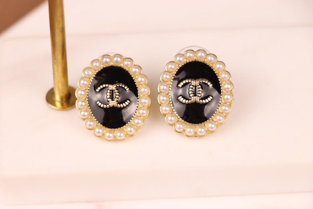 Chanel香奈儿超经典的一款耳环黄