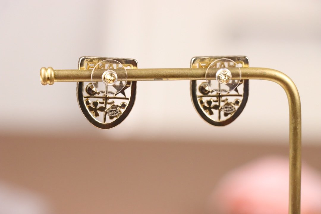 Chanel香奈儿盾牌耳环原版一致黄
