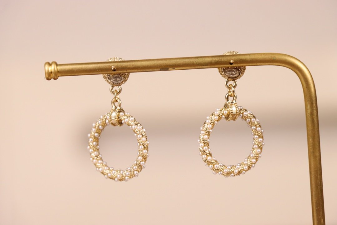 Chanel香奈儿耳环采用原版一致黄