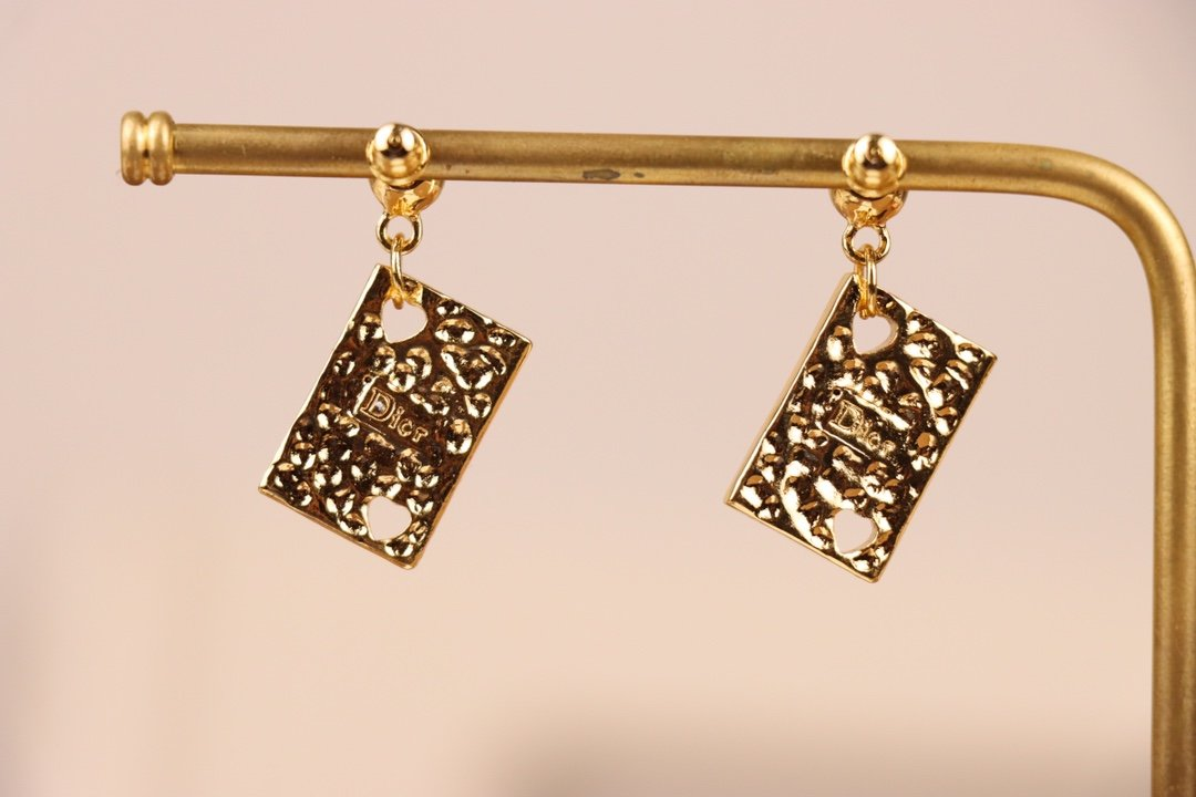 Dior迪奥长方形耳环采用原版一致黄