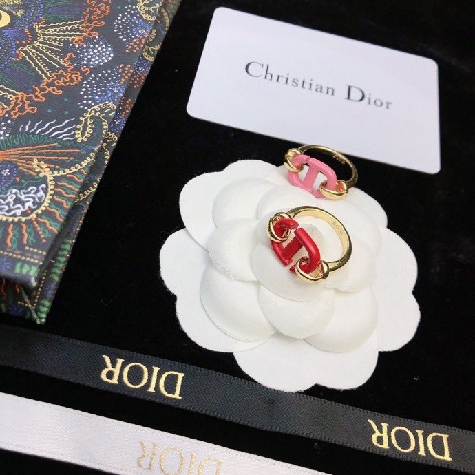 DioRCD简约圆饼戒指风情演绎时尚