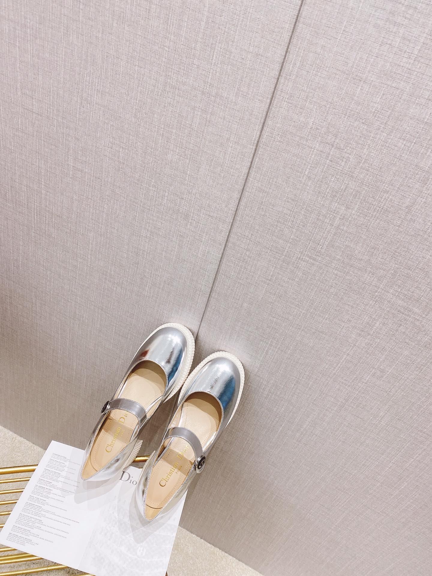 Dior 软漆玛丽珍   CD圆头高跟鞋!