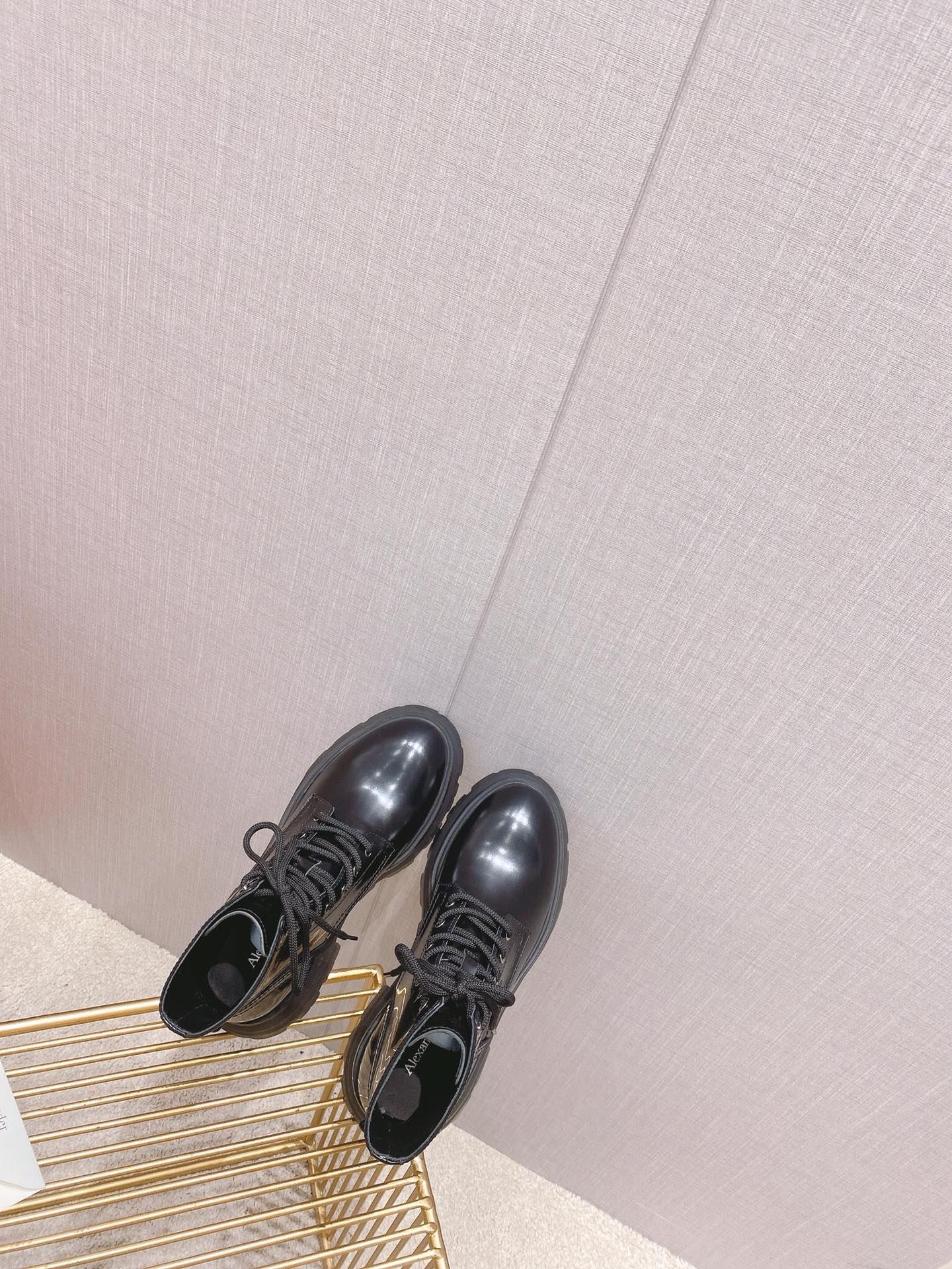 Alexander McQueen 麦昆2021秋冬新款马丁靴