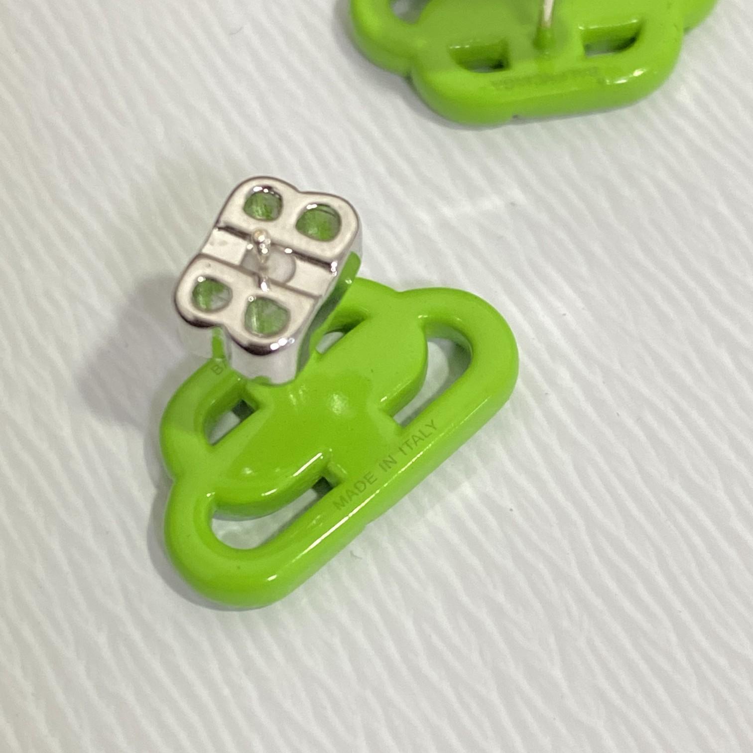 锁扣耳环/耳钉经典logo是恒久不过
