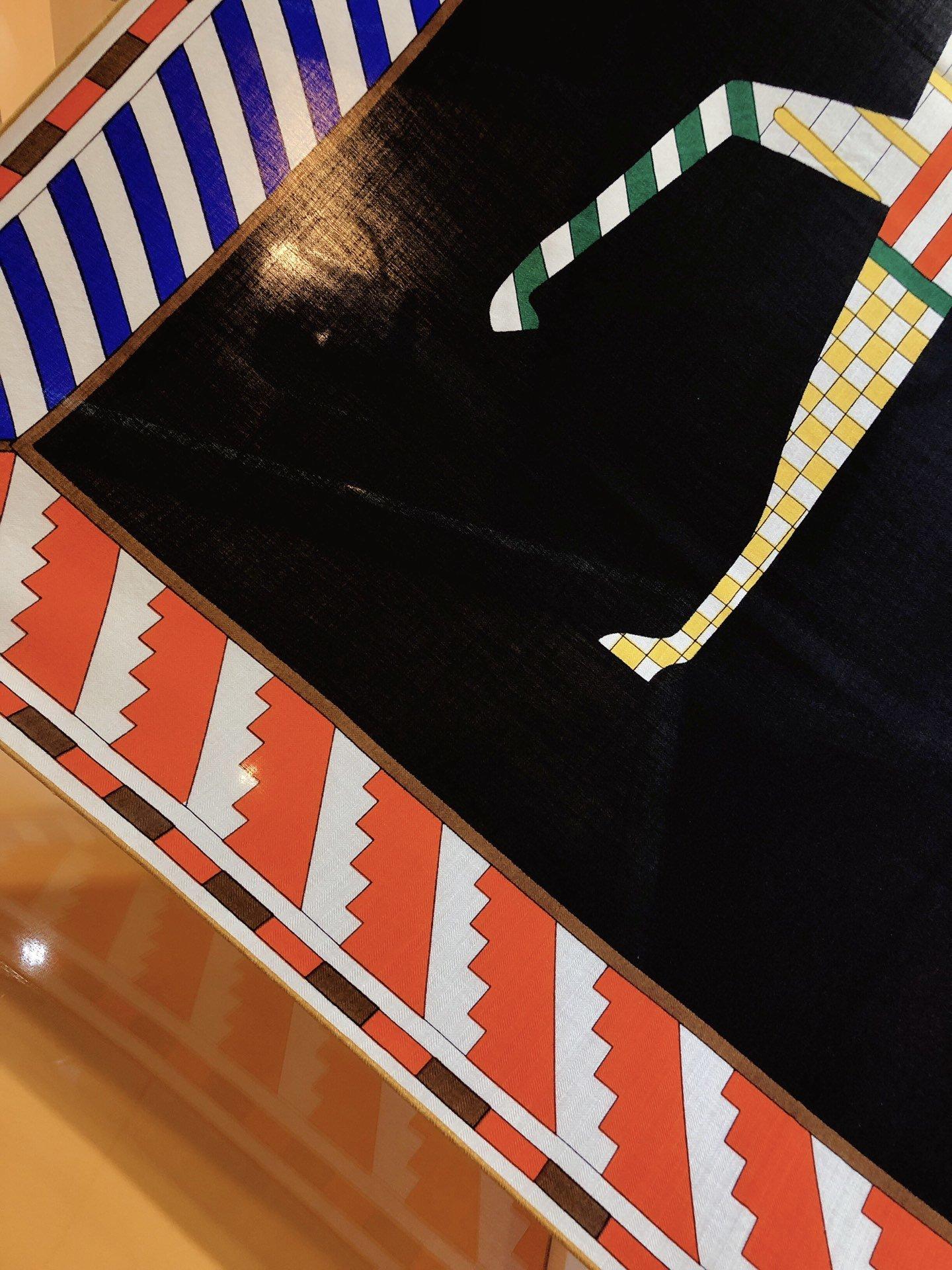 爱马仕新款140cm丝绒方巾采用经典