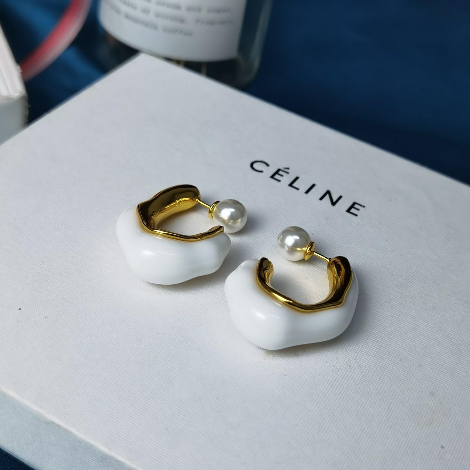 Celine圈式金色耳钉PRECLO