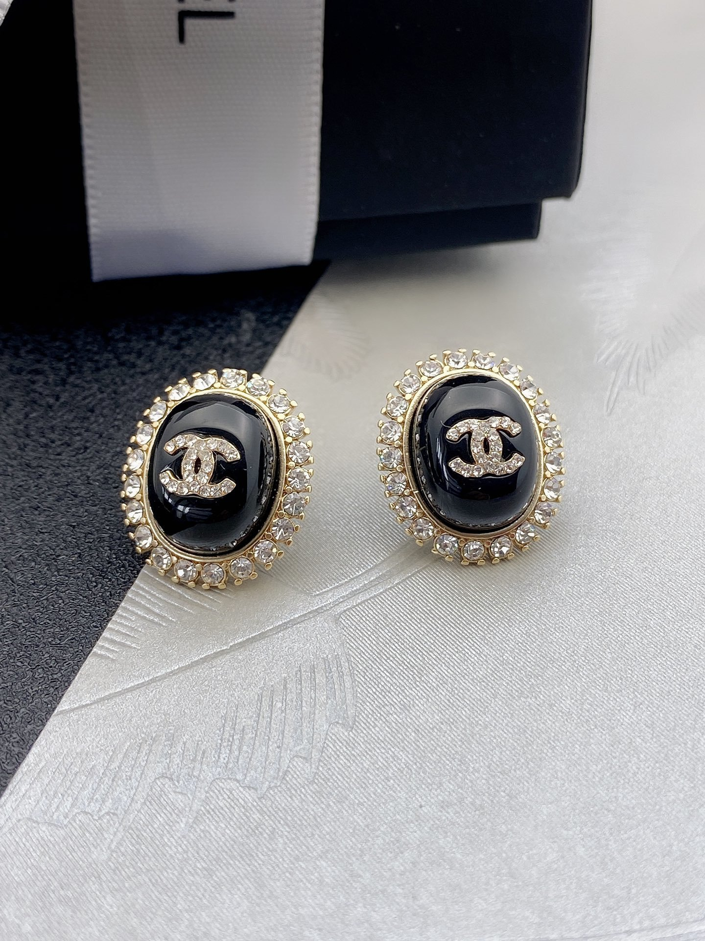 Chanel新款珍珠圆耳钉925银针