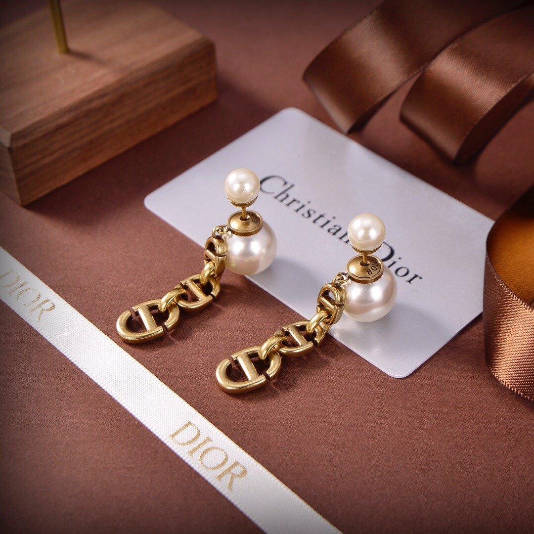 Dior迪奥2021新款珍珠CD耳钉