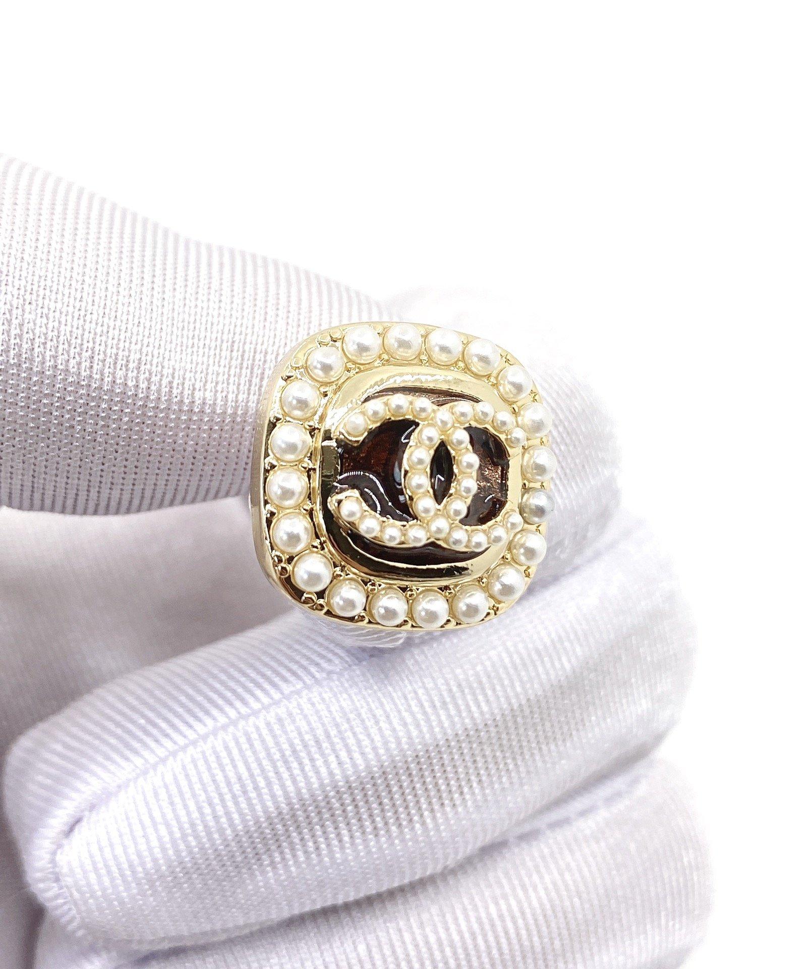CHANEL小香方形珍珠双c耳钉高端