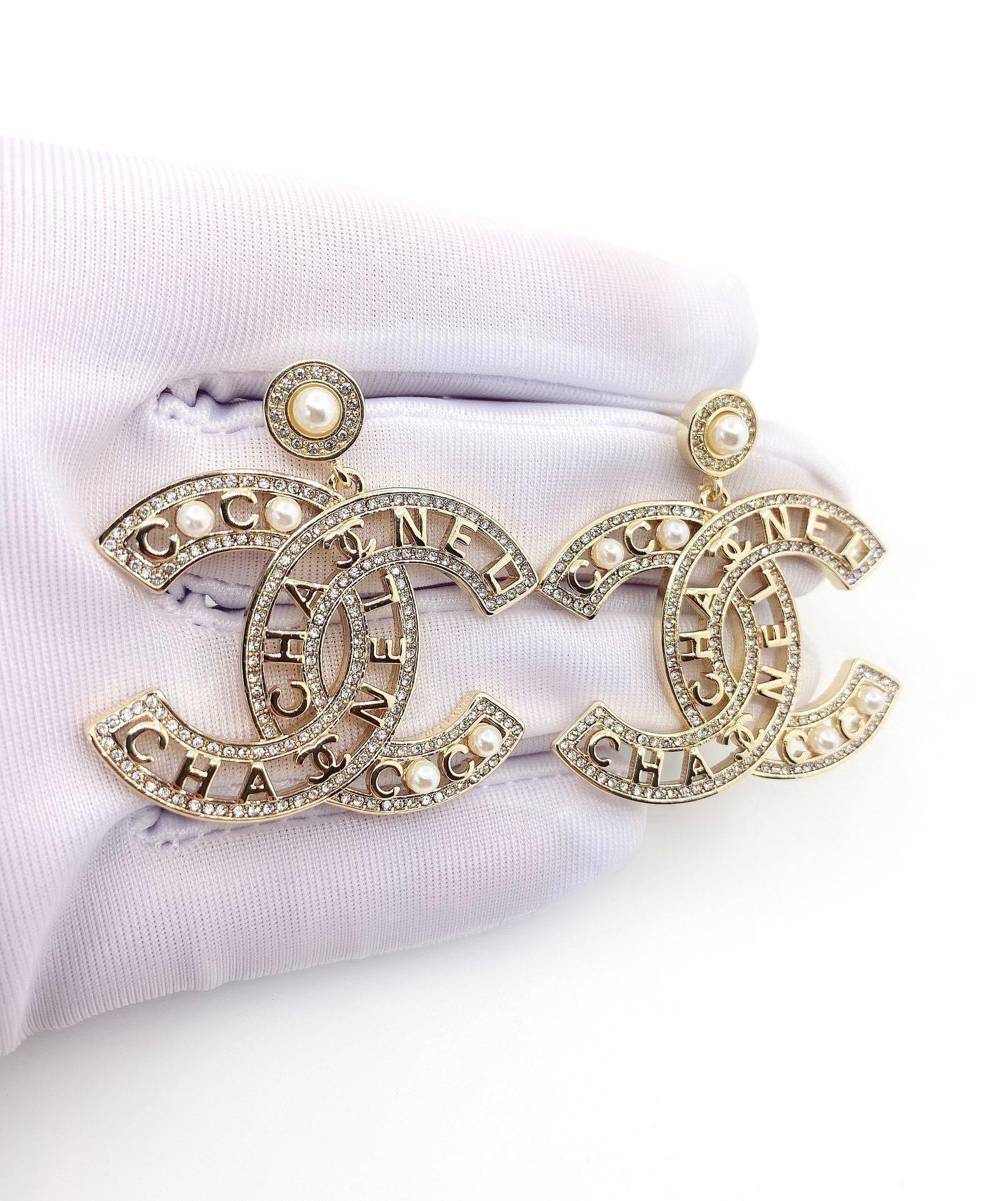 Chanel字母耳环925银针黄铜材
