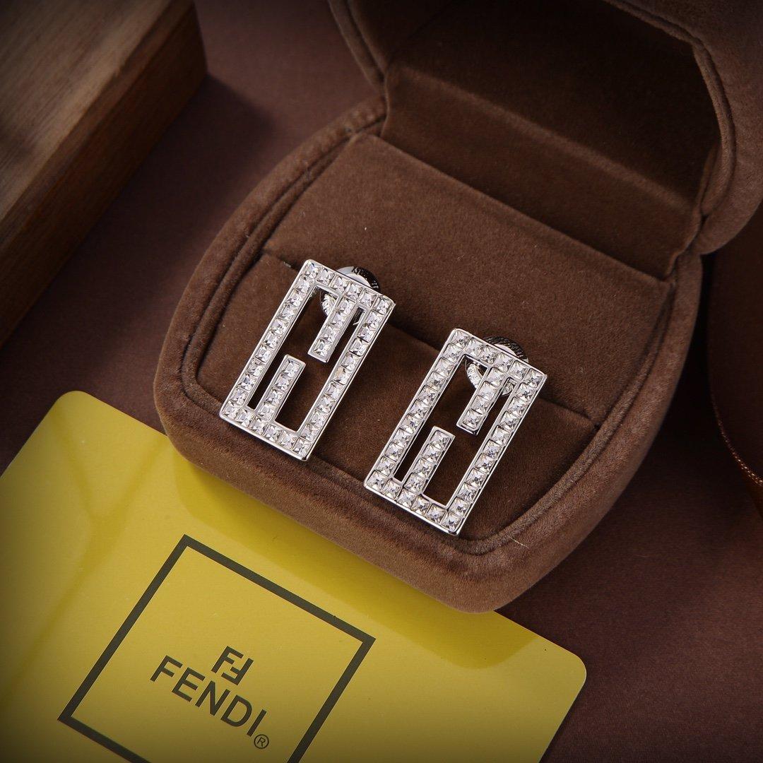 FENDI芬迪logo耳钉高端定制爆