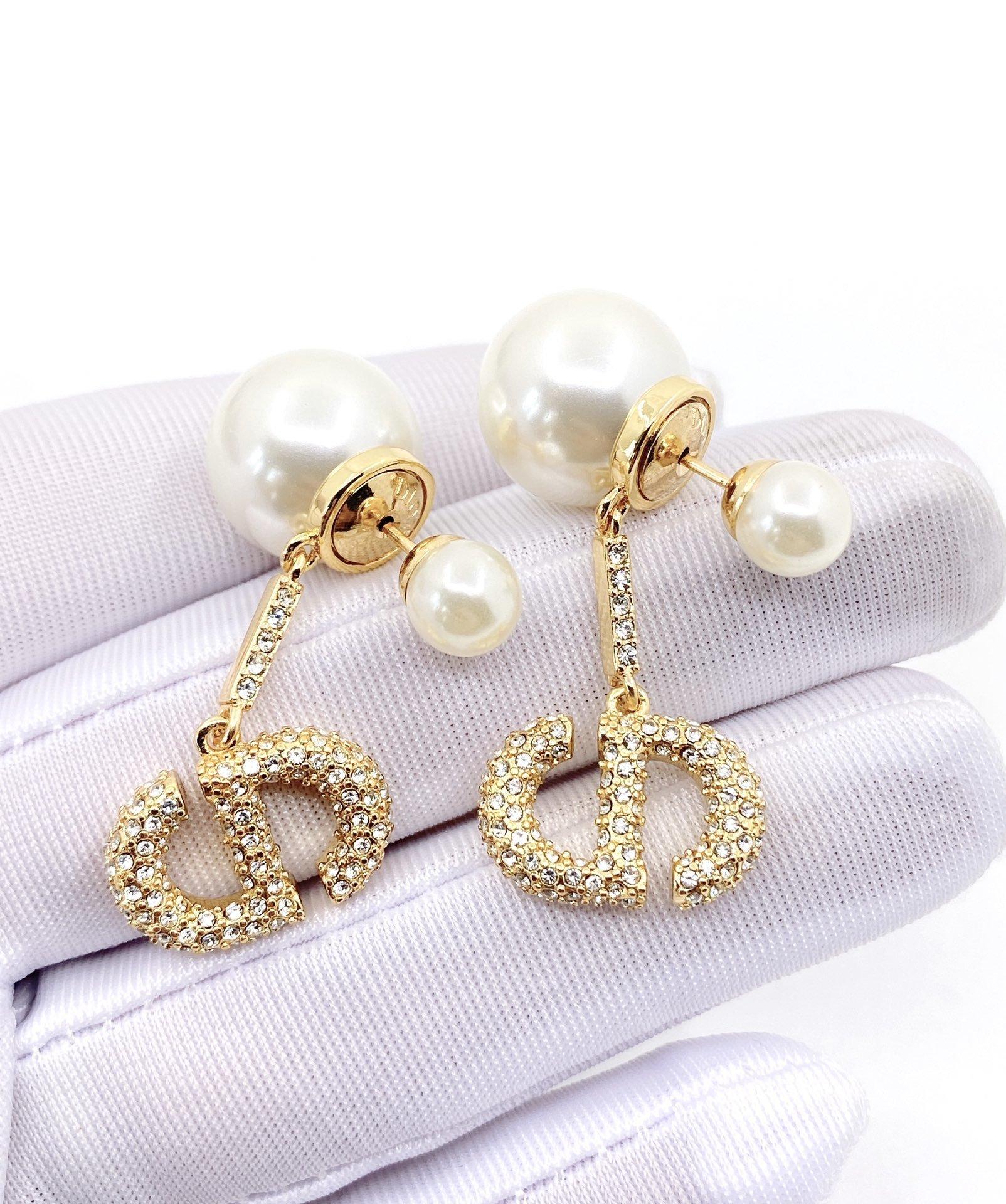 Dior最新款满钻大小珍珠耳环一致z