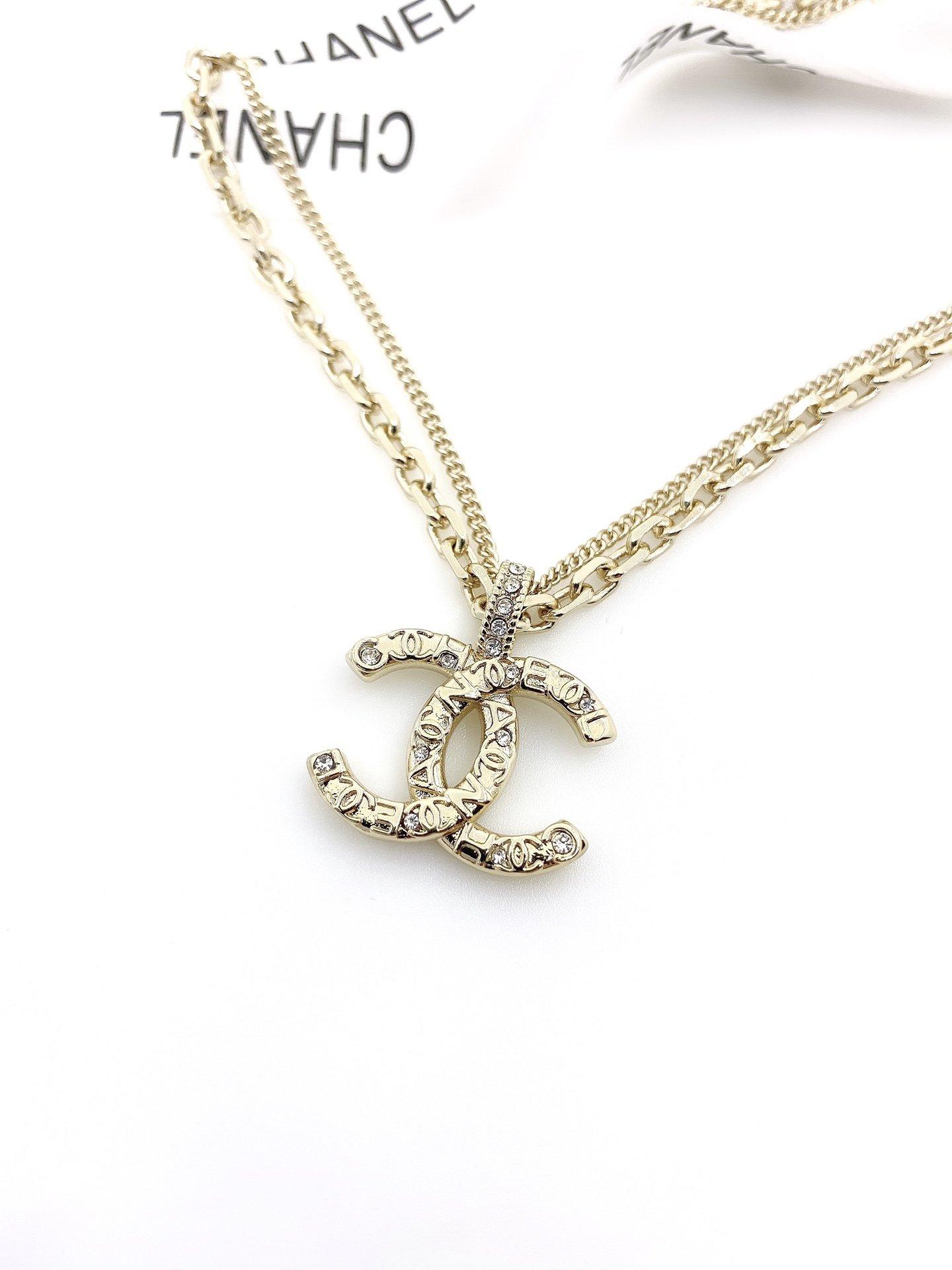 小香经典款镶珍珠双c字母吊坠项链