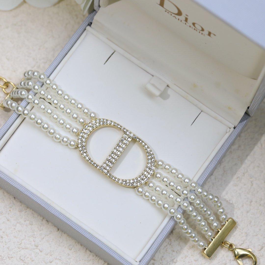 迪奥字母珍珠Dior手链本季度最火爆