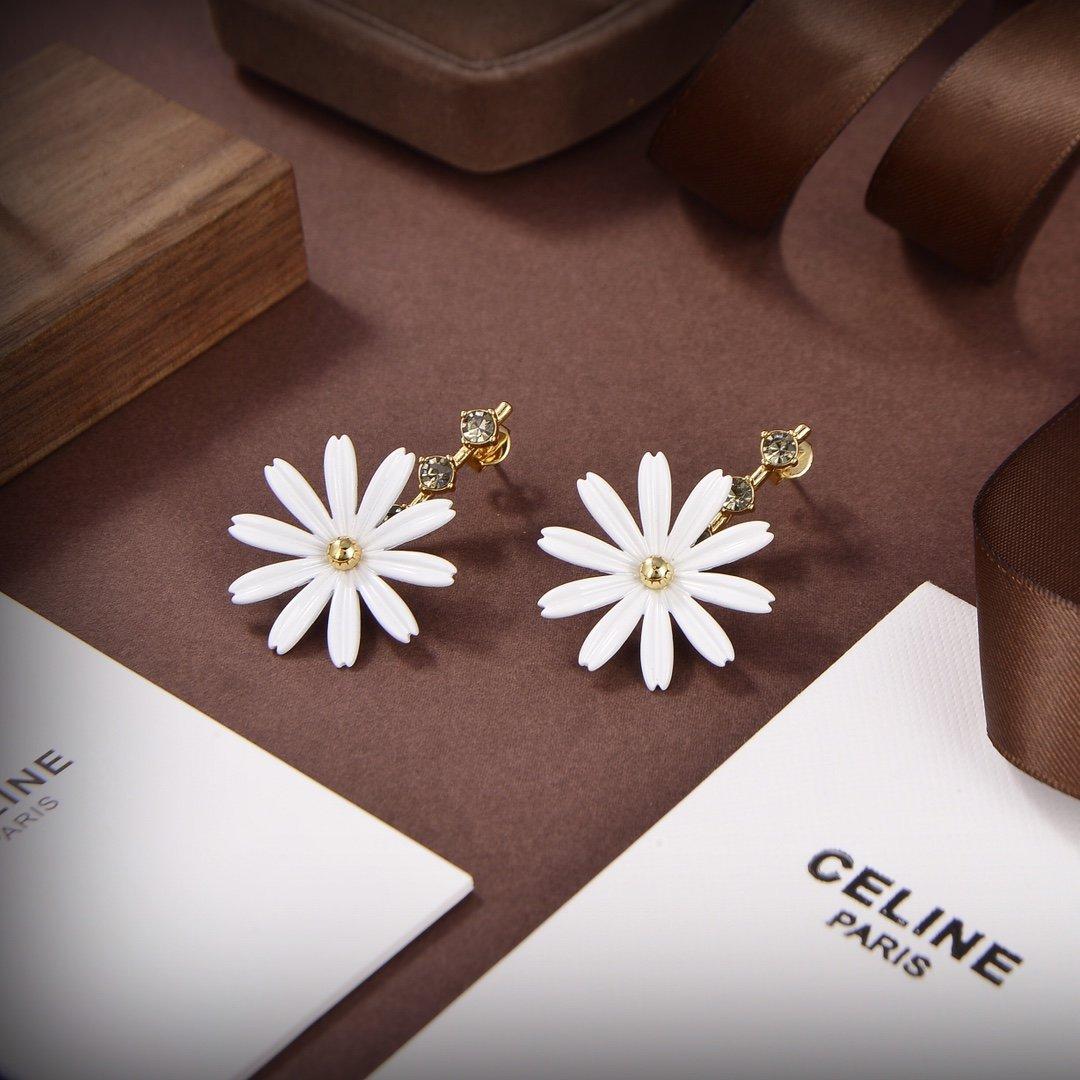 Celine新款花朵耳环与众不同的设