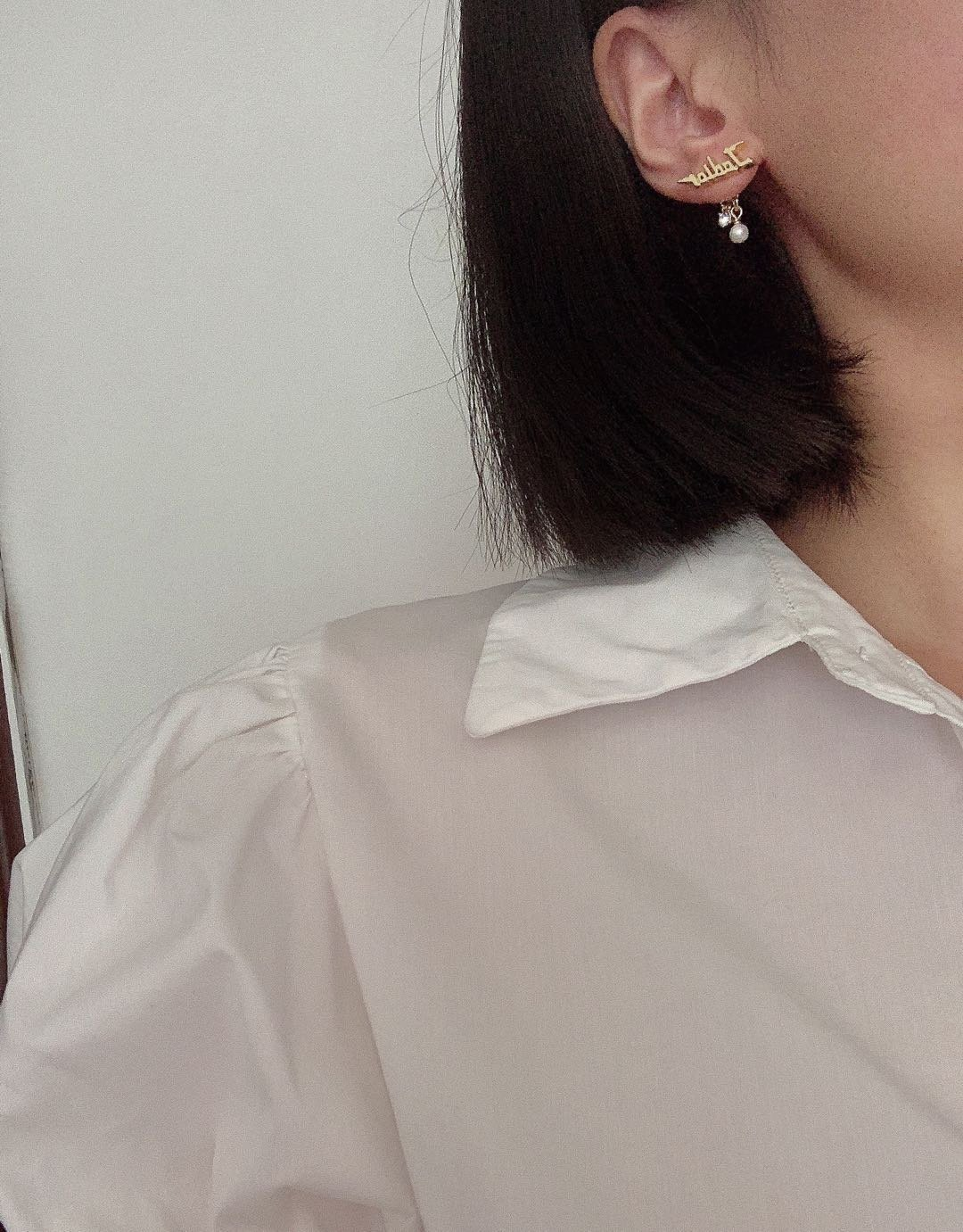 Dior最新款古金字母耳环一致zP黄