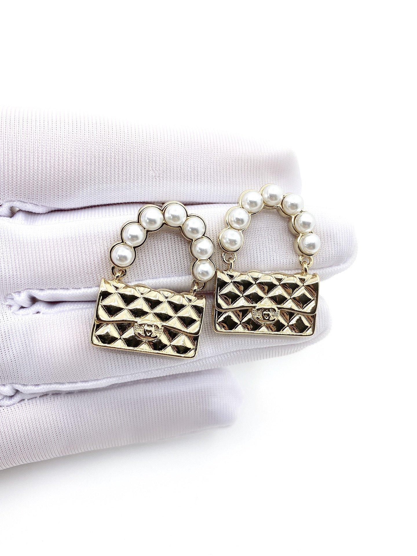 Chanel新款珍珠包包耳环一致zP