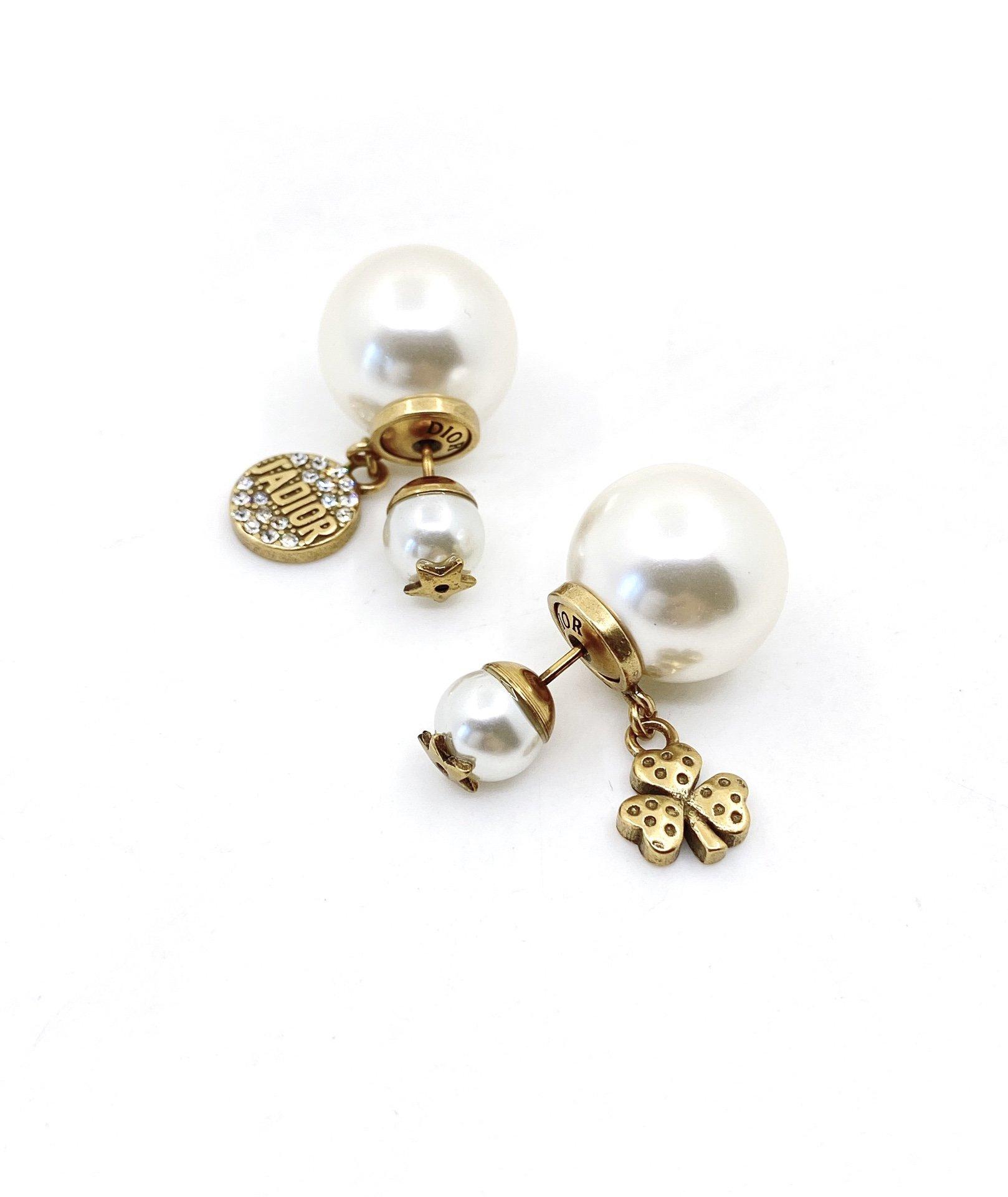 Dior三叶草字母大小珠耳钉同款材质