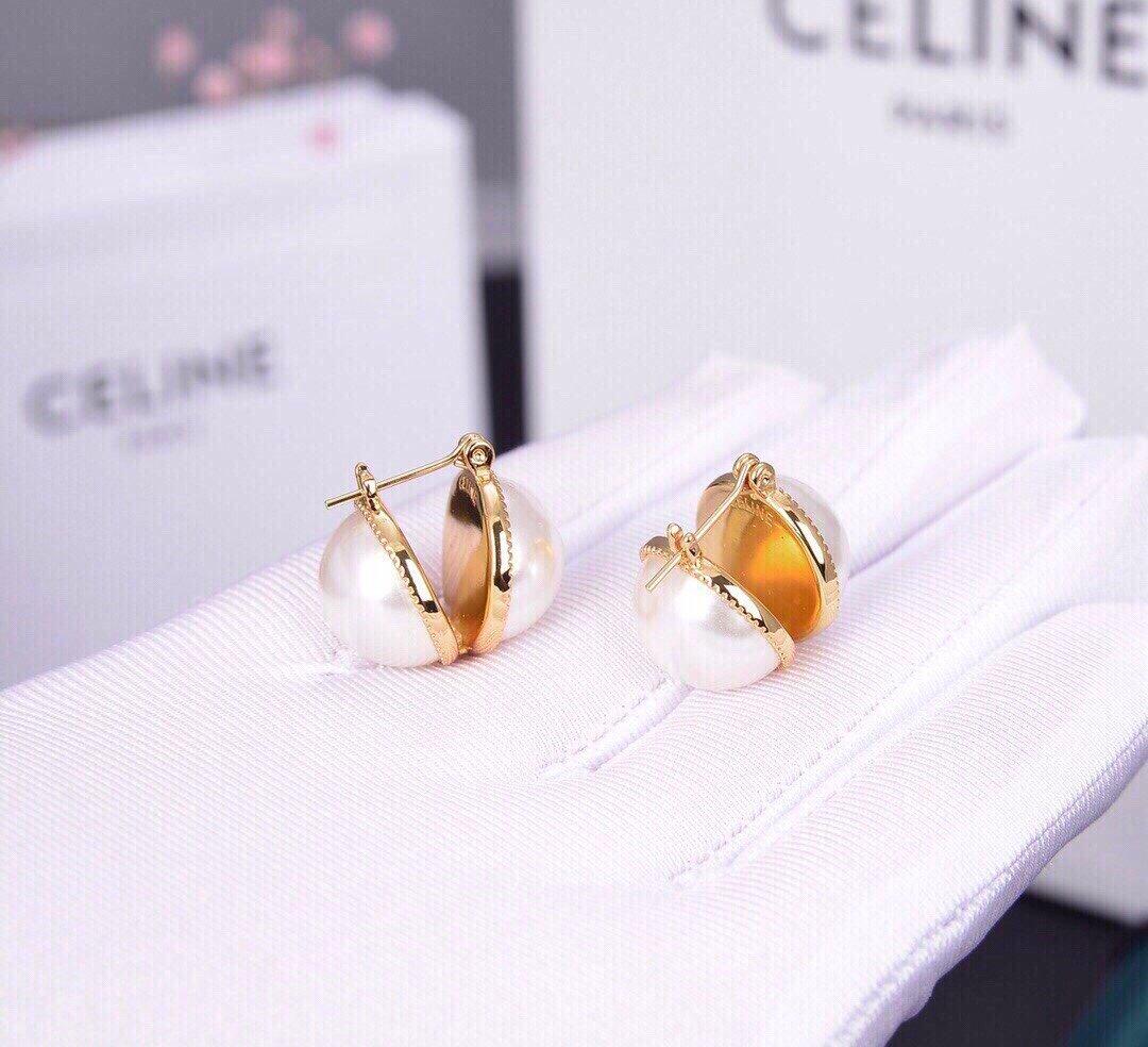 Celine新款珍珠耳钉与众不同的设