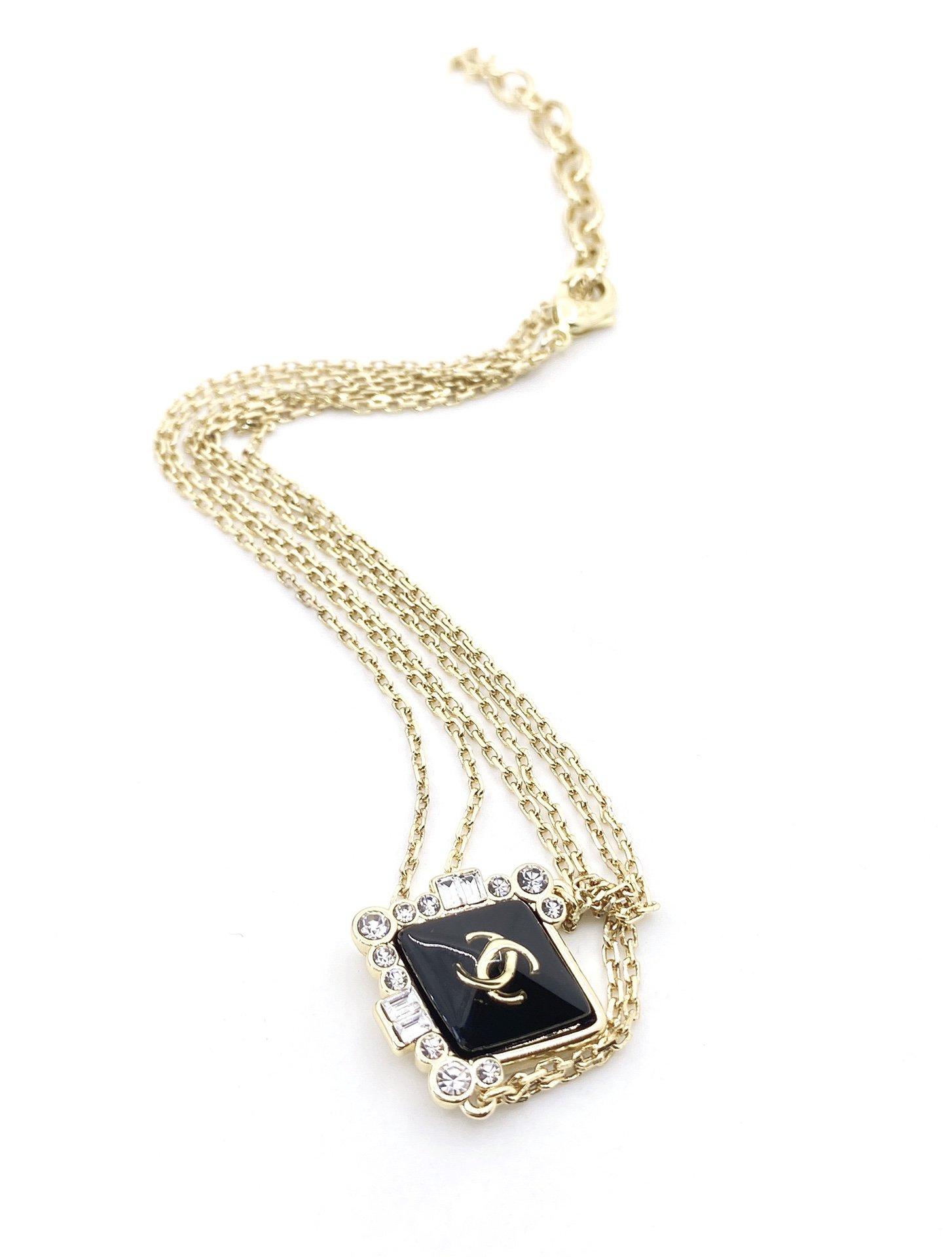 Chanel最新款菱形黑色项链一致Z