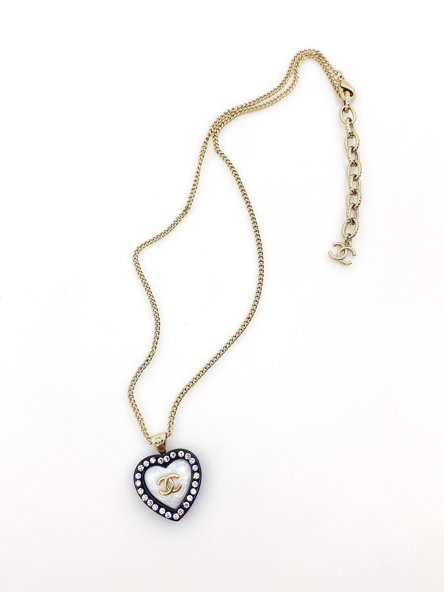 Chanel最新款爱心项链一致zP材
