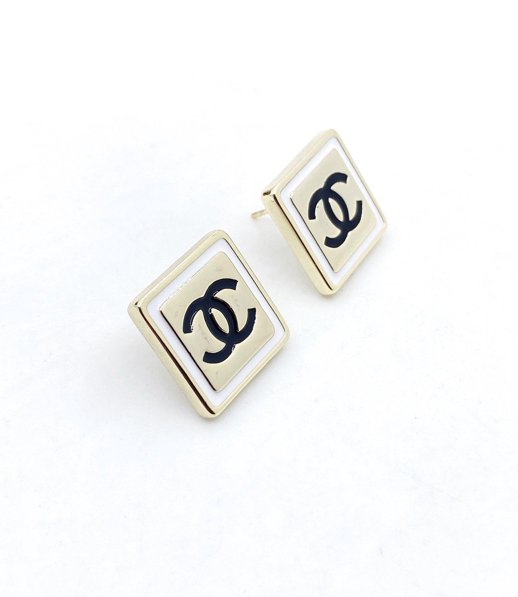 Chanel最新款方形耳钉一致ZP黄