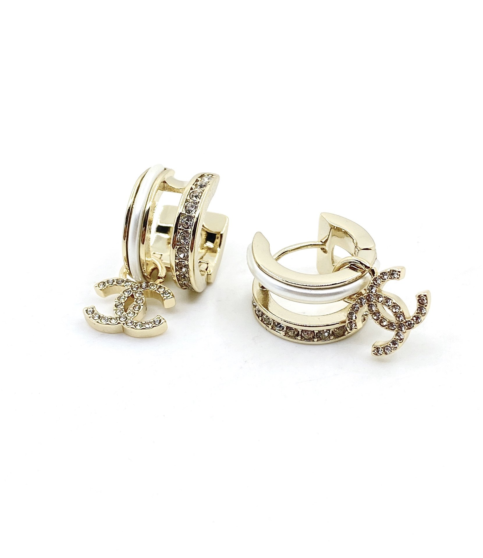 chanel最新款圆形小双c耳环一致