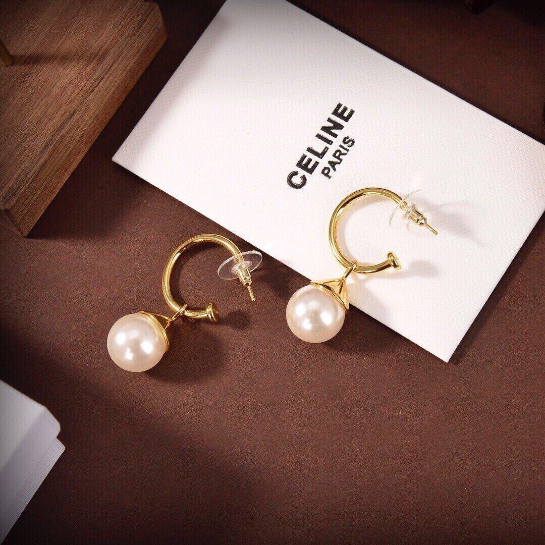 Celine新款艺术感十足珍珠耳钉耳
