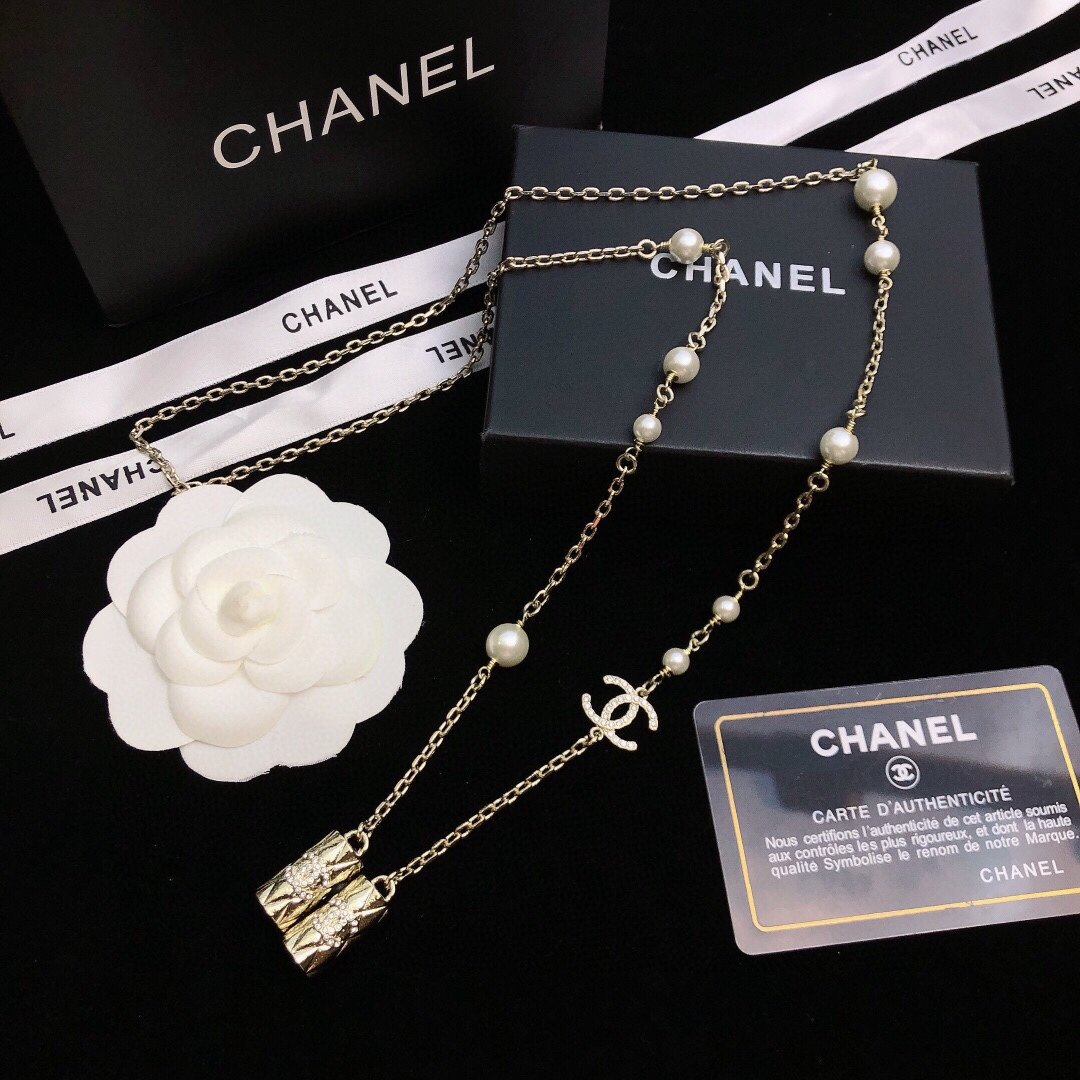 新款香奈儿珍珠耳机链Chanel毛衣