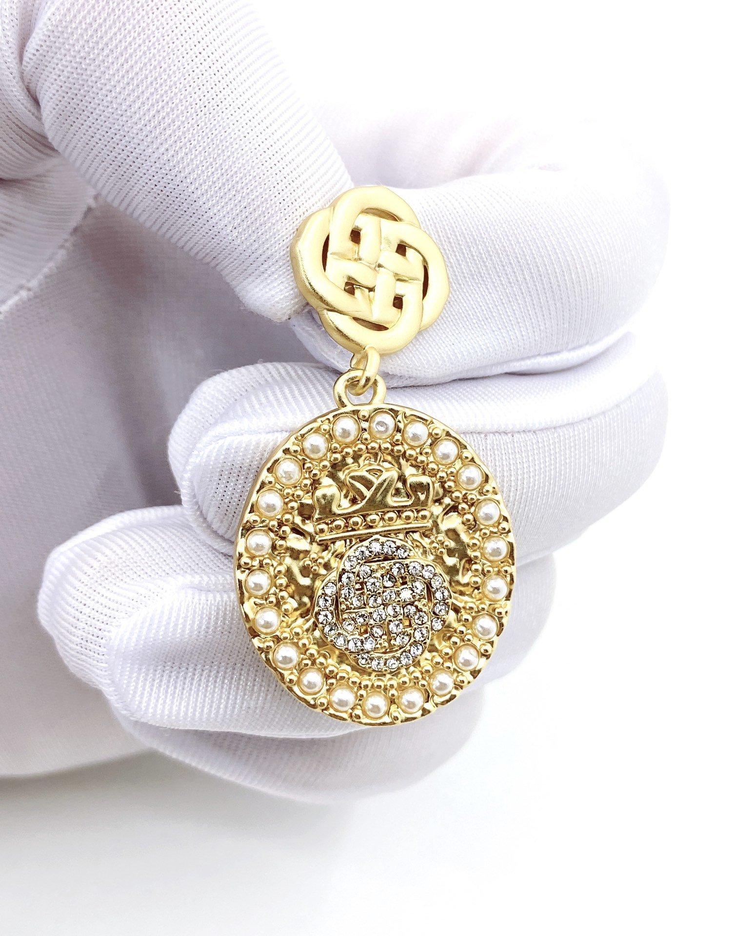 堤喜花卉椭圆珍珠镶钻耳钉