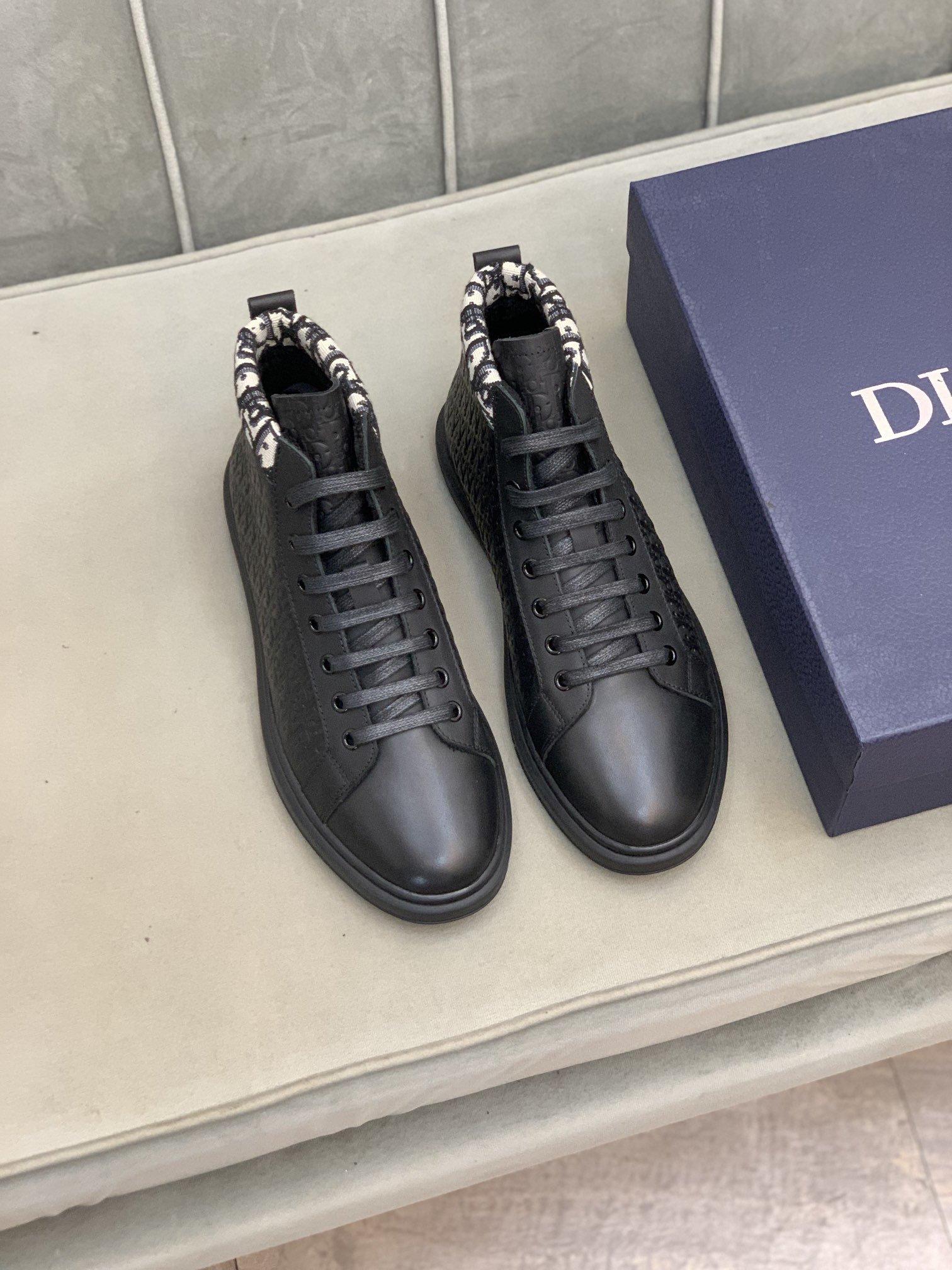 有皮里绒里两种Dio*迪*高帮休闲鞋