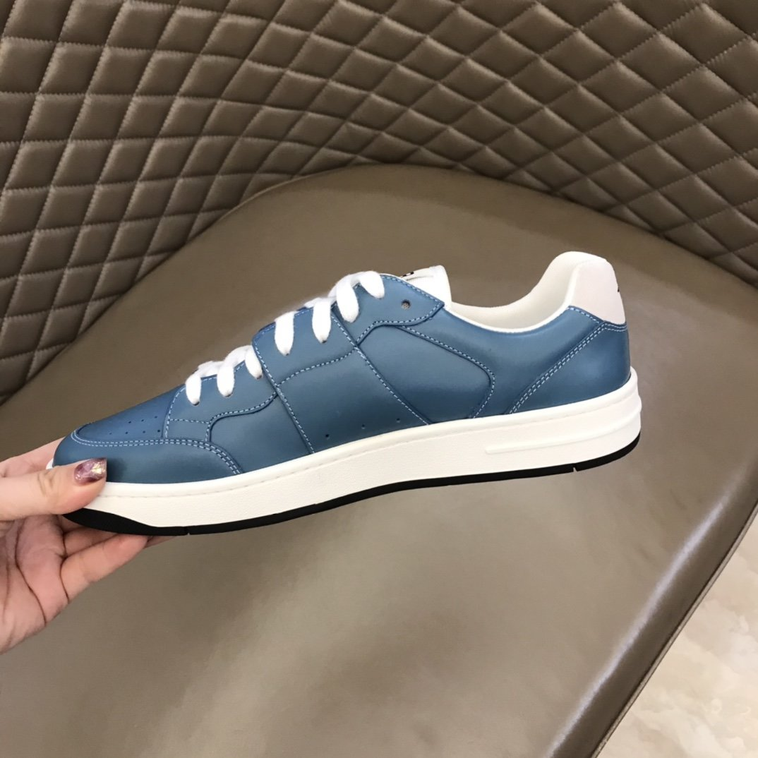 Dior低帮B02休闲运动鞋采用头层