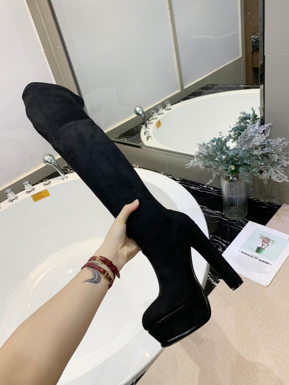 casadei此款为24寸裸靴采用进